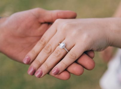 BEST WAYS TO SAVE MONEY WHILE BUYING AN ENGAGEMENT RING